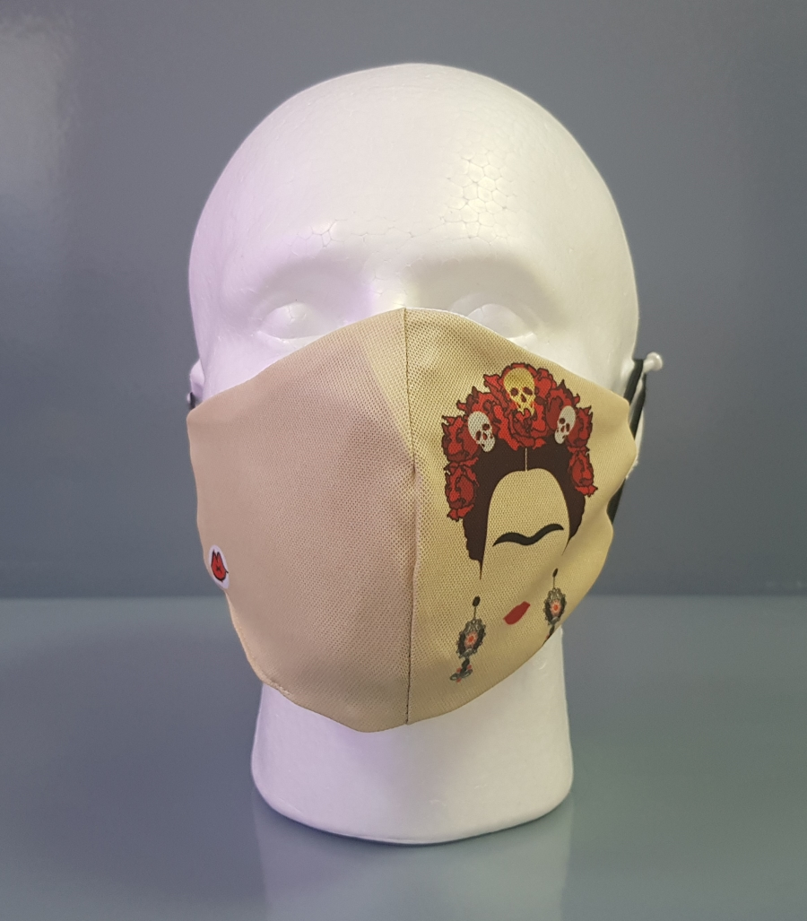 Mascarilla con silueta de Frida Khalo con peinado con calaveras