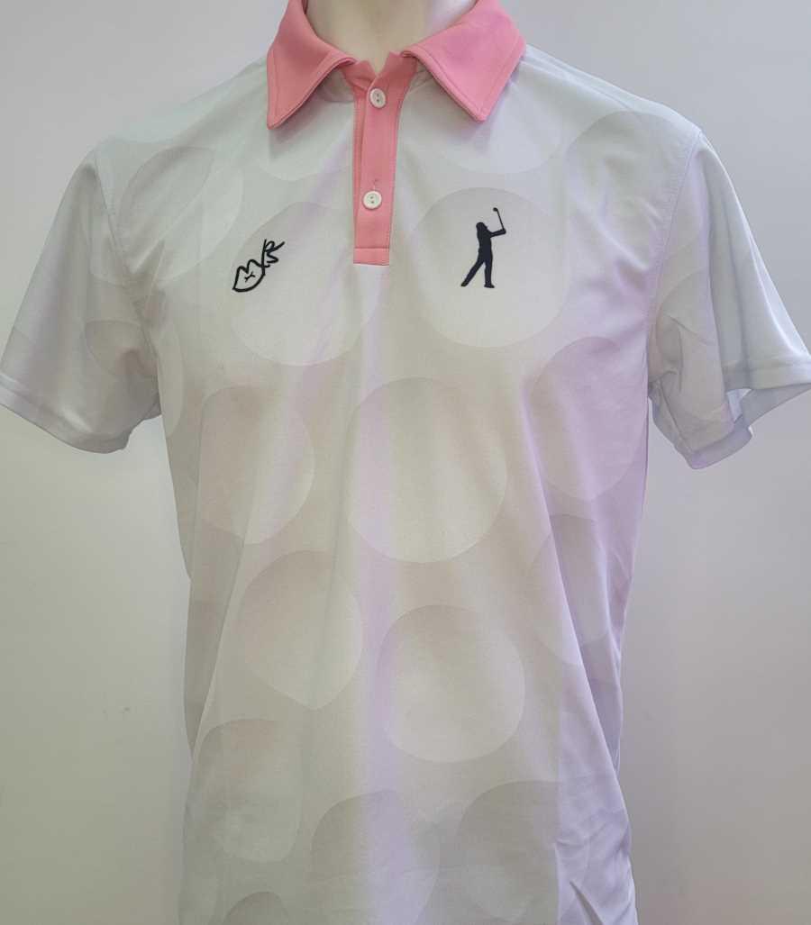 Polo técnico de golf en color blanco con cuello rosa