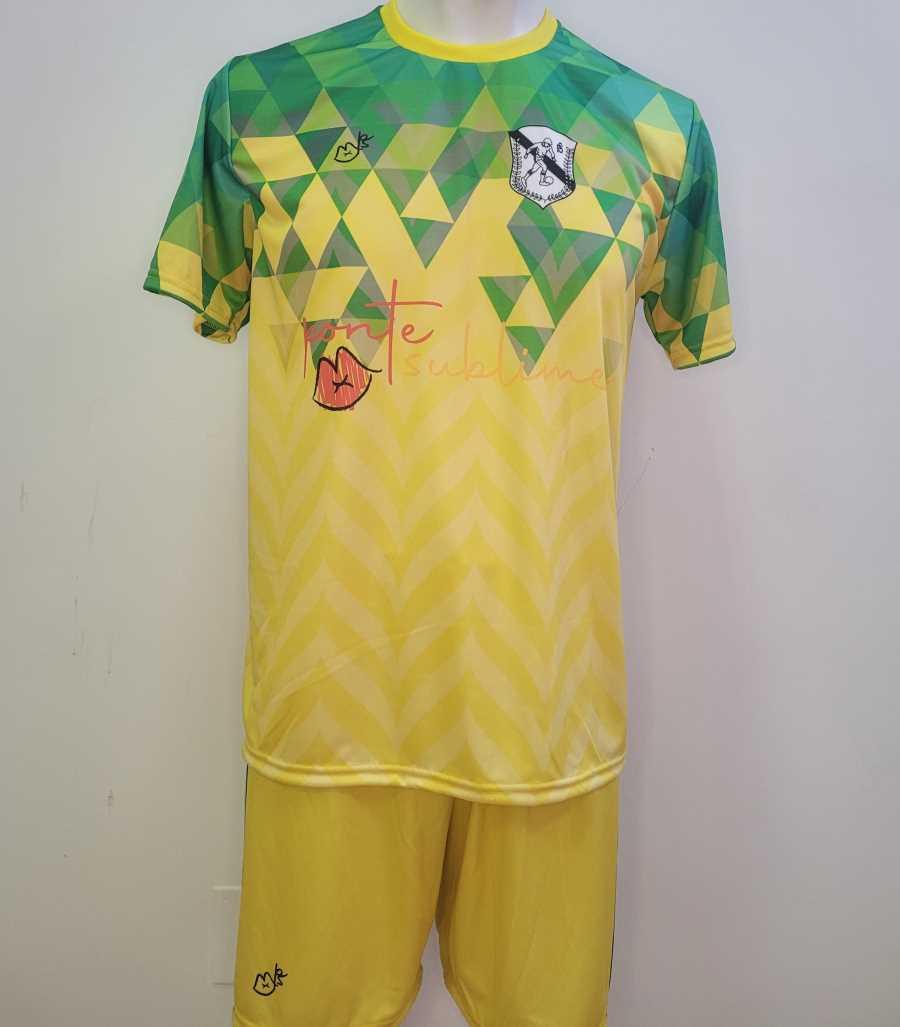 Equipación de futbol en colores amarillo y verde